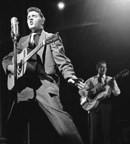 Elvis e Scotty Moore nel 1956